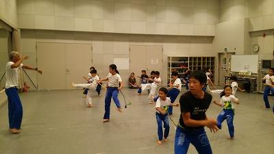 ブラジル本部最高師範のトニー先生のカポエイラ授業